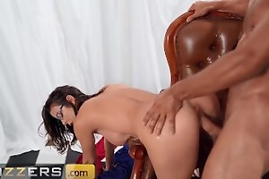 Brazzers - Brunette Milf Alexis Fawx Is More Than Just A Painter, She Has Mastered The Deceit Of Sex