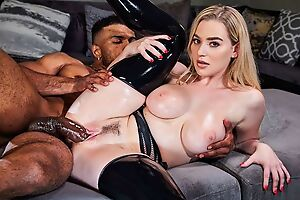 Submissive beauty in latex gets eaten out and fucked unchanging