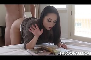 Stepmom Crystal Rush Soothes My Erection