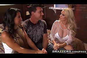 Hens night threesome two milfs (Holly Halston, Lezley Zen) - Brazzers