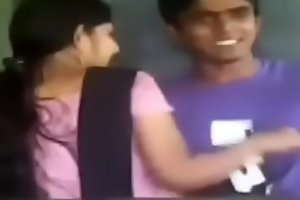 Indian students public affaire d'amour in classroom