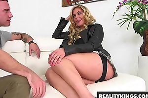 RealityKings - Milf Hunter - (Brad Hart, Nikki Capone) - Getting It In