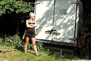 Hot tow-haired cougar has hope be advisable for sucking a fixed young bushwa
