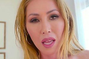 Big Tit Kianna Dior Shows Off Huge Tits &_ Sucks