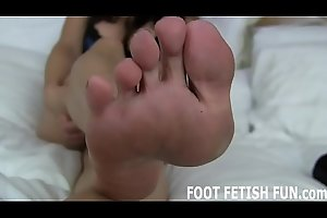 I need a mendicant who loves worshiping my stinky feet