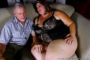 Super sexy chubby beautiful woman enjoys a unchanging fucking