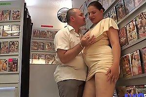 Fiby milf à_ gros seins enculé_e devant son mari