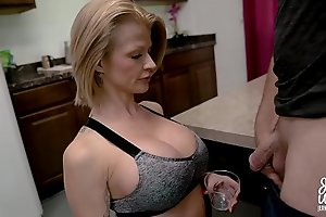 Joslyn James at hand Mom'_s Protein Piecing together