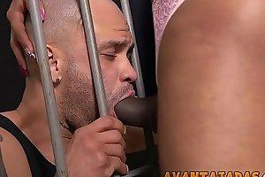 Morena comeu o rapaz que estava preso