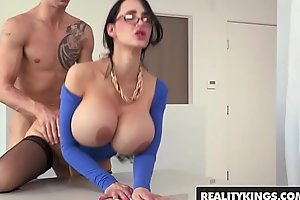 Profane chunky tit school (Amy Anderssen) gets fucked by partisan - Reality Kings