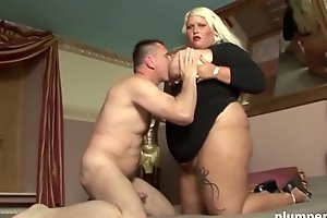 Huge mature broad in the beam blonde sucks and fucks fixed
