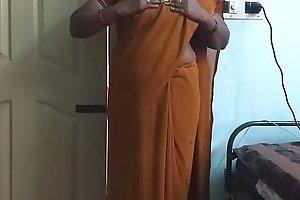 desi  indian horny tamil telugu kannada malayalam hindi big White Chief wife wearing saree vanitha showing big bosom and hairless pussy press hard bosom press gnaw rubbing pussy masturbation