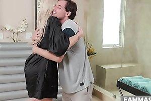 Dissimulation son rub-down - Nina Elle and Tyler Nixon