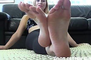 I will entertain u worship my unconstrained feet