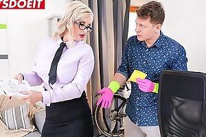 Student fucks his horny trainer hardcore (Jarushka Ross)