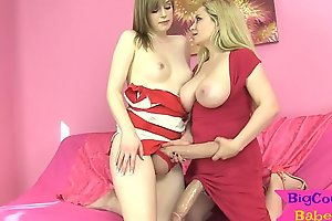 Well-disposed girl wanks off their way big cock with milf