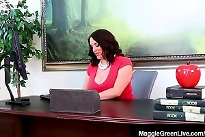 Ebony Student Jenna Foxx Sits Speculator than Ms. Maggie Green'_s Face!