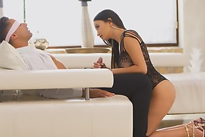 Alyssia Kent puts in the first place sheer lingerie and high heels to seduce her blindfolded man come by a stiffie ride in her bald pussy