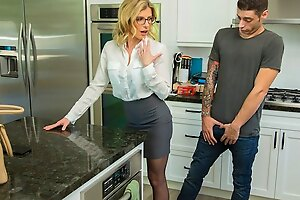 Mommy in nylons made a guy a Blowjob with an increment of depth her legs for vagina...