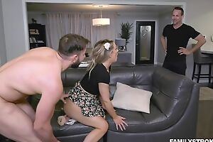 Insatiable babe satisfies two sizzling studs in excess of leather phrase
