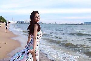 公众号【91报社】泰国正妹海滩抹胸礼服性感写真