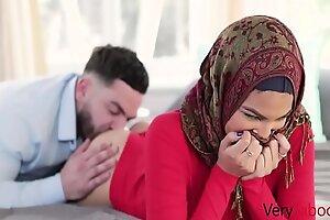 My Virgin Suckle In Hijab Fucked- Maya Farrell