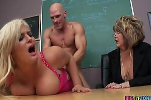 Sentencing the School Slut - Julie Cash, Johnny Sins